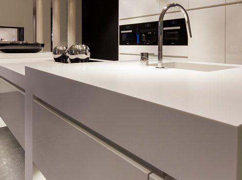 Zweven keukenblad Corian Glacier White ism Au Four
