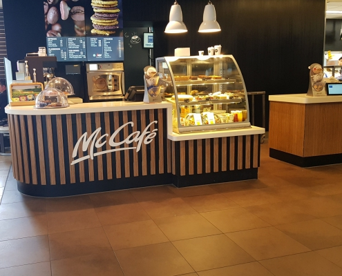 Mc Café counter Corian Cameo White