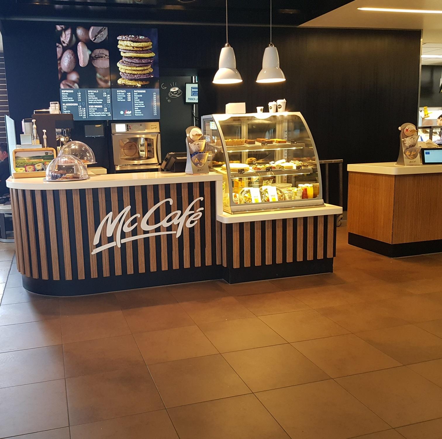 Mc Café counter Corian Cameo White
