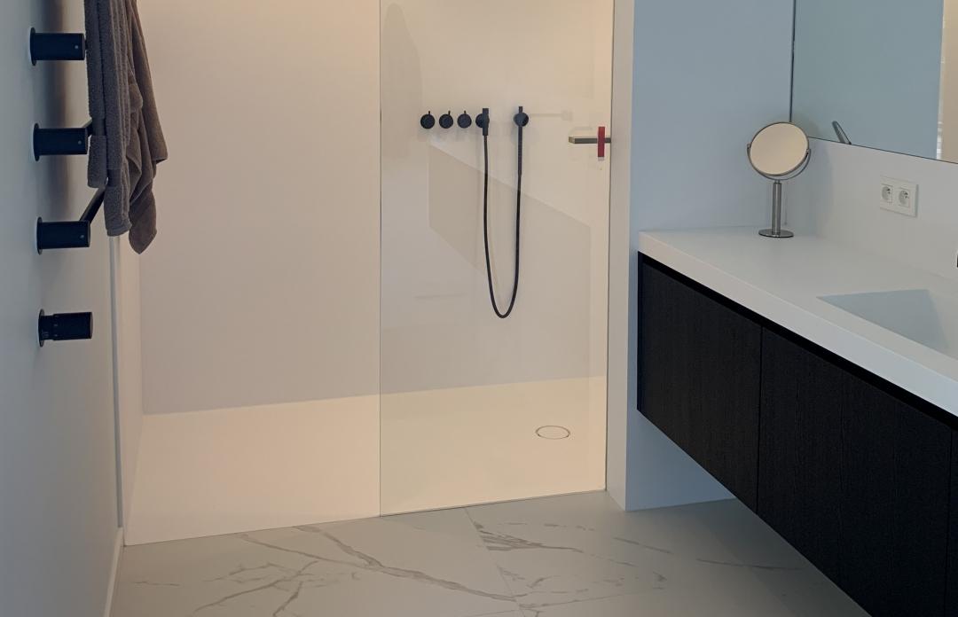 CORA Tenso Shower - Corian douchevloer met wanden