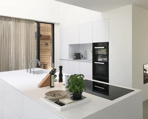 Frisse Corian Keuken met verlijmde wangen