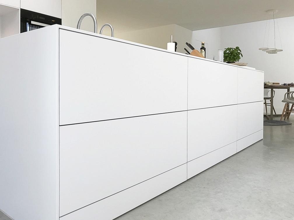 Frisse Corian Keuken met verlijmde wangen - verlijmde wangen