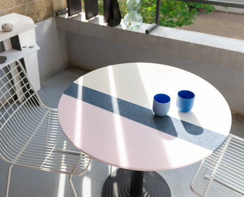 Solid Liquid Table - Corian / HI-MACCS