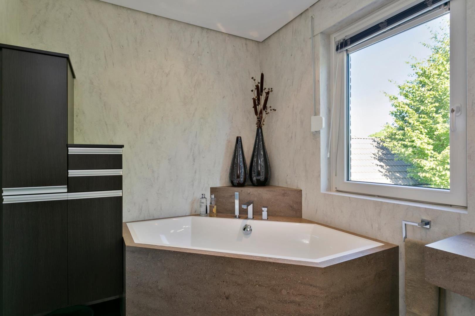 CORA Bathroomproducts - Corian badkamer - Badombouw