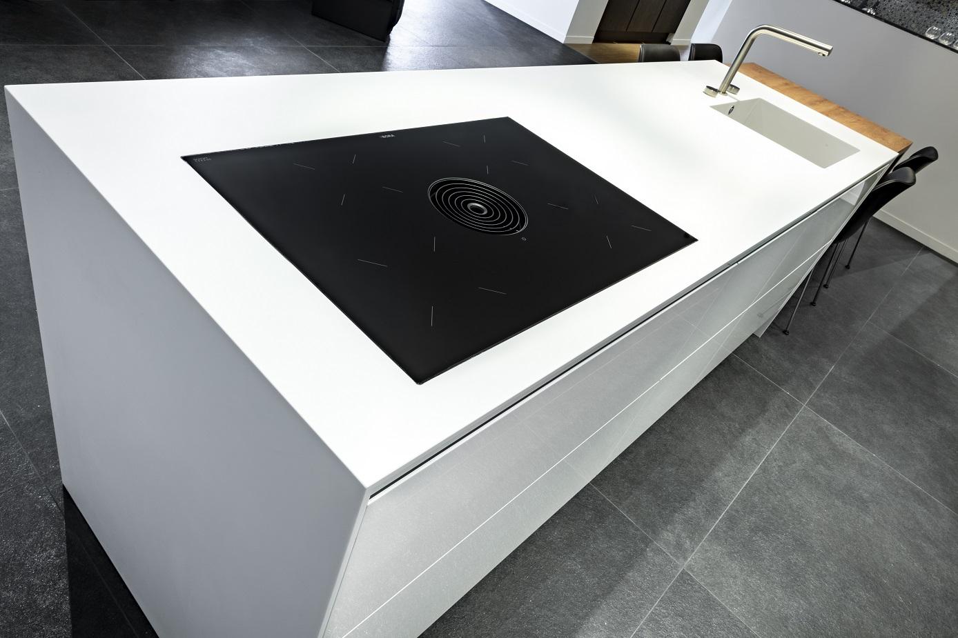 CORA Worktop - Corian monoblock - Showroomkeuken 1 - Au Four Design for Life