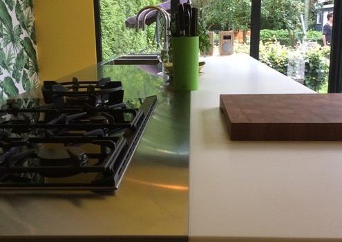Snaidero keuken - Corian met RVS werkblad - 705-keukens-zeist-eiland-700x350