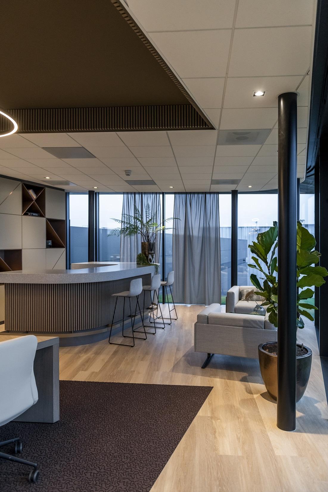 Aldenhoven - CORA Projects - HI-MACS VA22 - Frosty - gebogen barblad