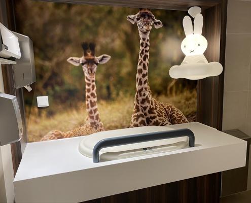 Project wereldhave toiletruimtes - HI-MACS maatwerk wastafels familie - kinderkamer -Solid Surface wasbak Incollato Wave