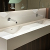 Project wereldhave toiletruimtes - HI-MACS maatwerk wastafels heren - Solid Surface wasbak Incollato Wave