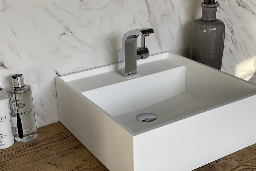 CORA - Solid Surface Opzetkom - Royal Medium Left 840x560